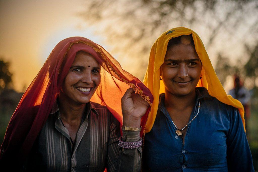 Mujeres indias con saries